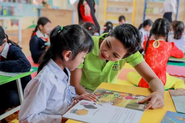 Trên trang cá nhân, Hhen Niê viết: Tôi đã tìm thấy hạnh phúc tuyệt vời trong nhiều hoạt động xã hội mà tôi đã làm trong suốt một năm qua.