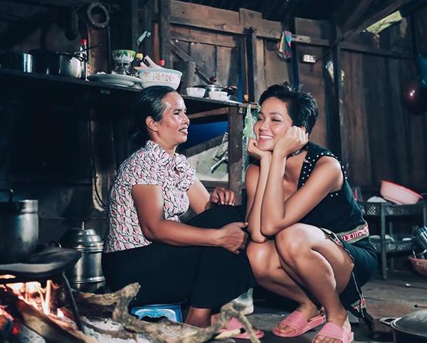 Hình ảnh đẹp của Hhen Niê được truyền thông quốc tế chia sẻ.