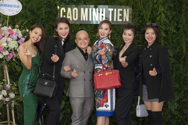 Cao Minh Tiến cùng dàn mỹ nhân Hà thành.
