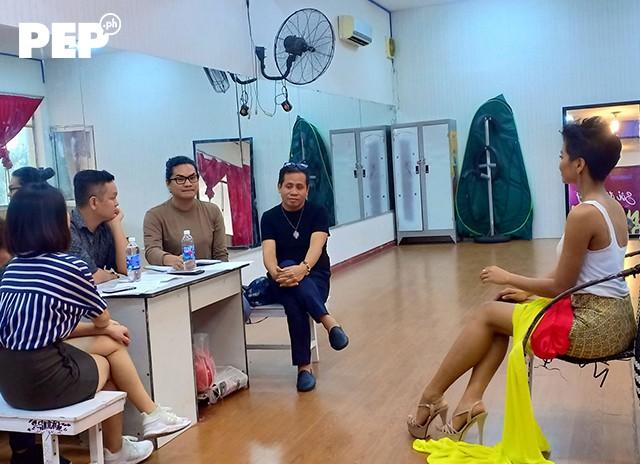 Hen chỉ có một tháng được các chuyên gia Philippines đào tạo nhưng cô đã học hỏi rất nhanh.