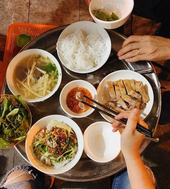 Một ngâm bún ngan chặt đầy đủ cho 2 người ăn ở quán phố Hàng Cân. Ảnh: phoholic