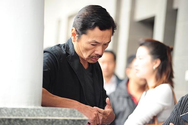 Diễn viên Trung Anh đứng lặng một góc nhớ về người đồng nghiệp