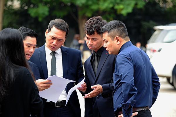 Nghệ sĩ Xuân Bắc là thành viên BTC tang lễ. (Ảnh: Chí Cường)