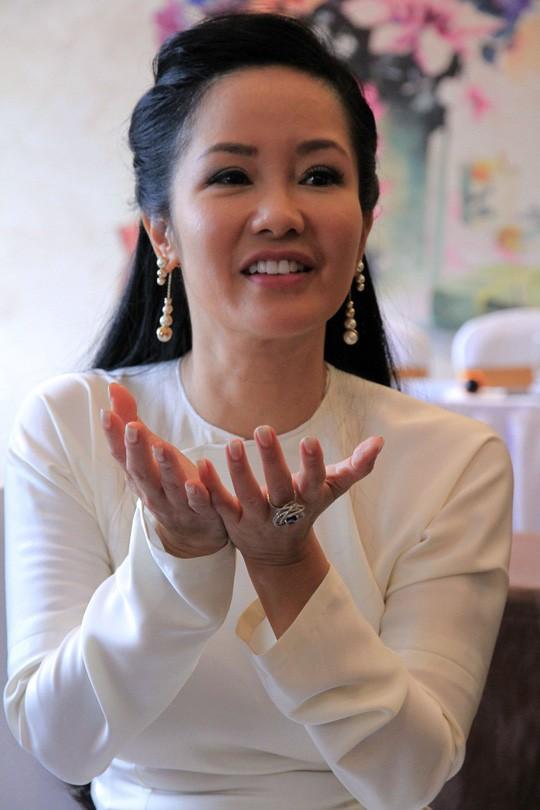 Hồng Nhung chia sẻ chị gần như sập nguồn khi hôn nhân tan vỡ