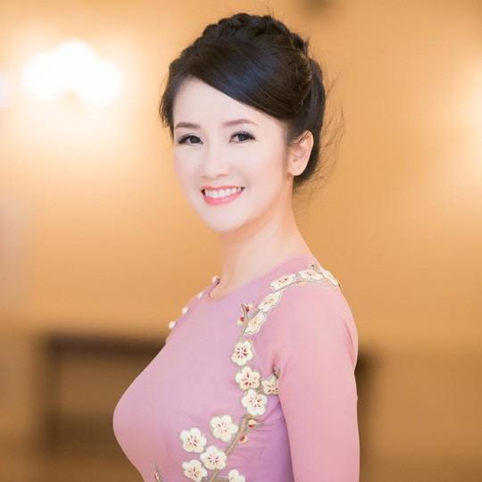 Vẻ đẹp rạng rỡ của Hồng Nhung trước đây. Hiện chị mới chỉ lấy lại 80% giọng hát