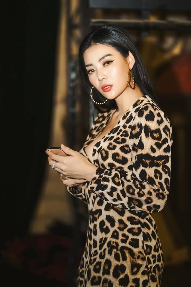 Thanh Hương cảm thấy hơi có lỗi với gia đình vì dành quá nhiều thời gian cho công việc.