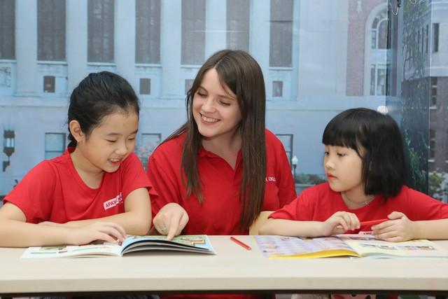 Giáo trình được thiết kế như truyện tranh giúp các bạn nhỏ thêm yêu thích tiếng Anh.