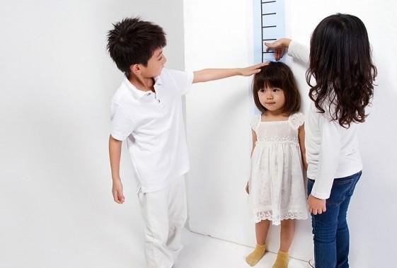 Nắm được giai đoạn tăng trưởng, dinh dưỡng hợp lý cha mẹ sẽ giúp trẻ phát triển chiều cao tốt nhất.