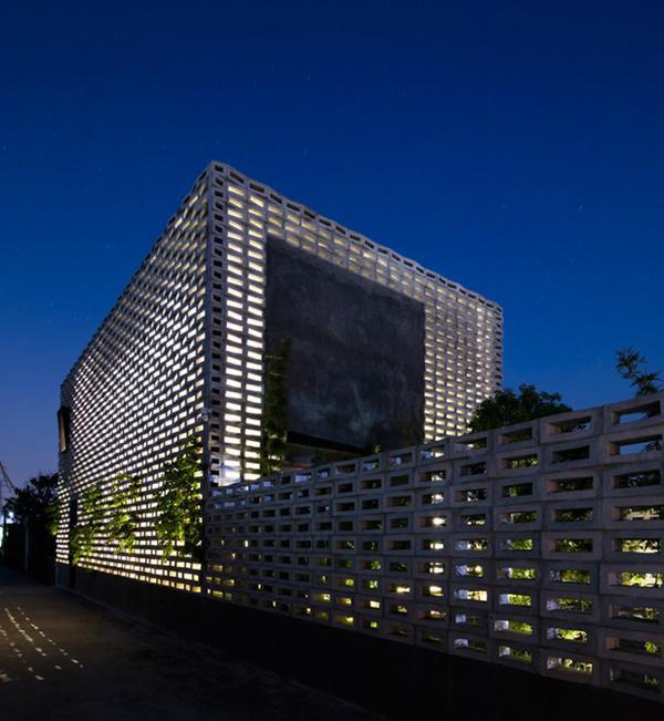 Mới đây, tạp chí kiến trúc uy tín hàng đầu thế giới ArchDaily đã đăng tải bài viết và dành nhiều lời khen ngợi cho một căn nhà có thiết kế độc đáo ở Hưng Yên, Việt Nam.