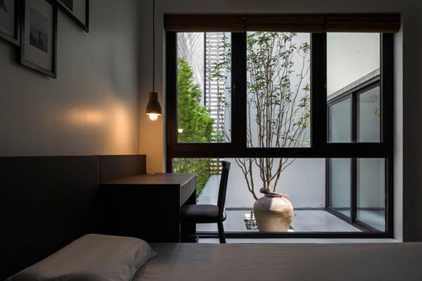 Cửa kính giúp các căn phòng đều có ánh sáng tự nhiên