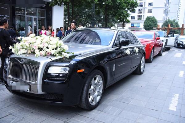 Dàn siêu xe rước cô dâu có giá trị hàng mấy chục tỉ đồng.