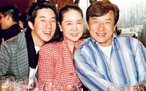 Gia đình 3 người gồm Thành Long, vợ Lâm Phụng Kiều và con trai Phòng Tổ Danh