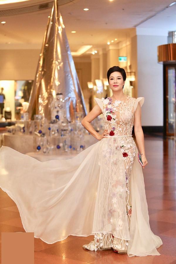 Ca sĩ Thu Phương được mời hát trong đám cưới Á hậu Thanh Tú.