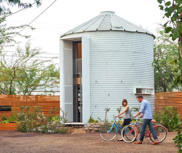 Tổ ấm nhỏ của vợ chồng kiến trúc sư Christoph Kaiser tọa lạc tại trung tâm thành phố Phoenix, bang Arizona, Mỹ