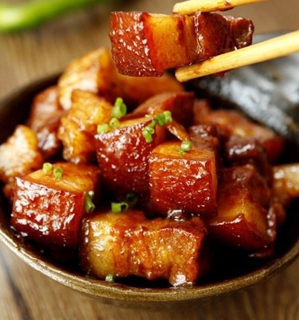 Đôi khi cho quá nhiều gia vị cũng có thể làm mất đi mùi vị nguyên bản của món thịt.