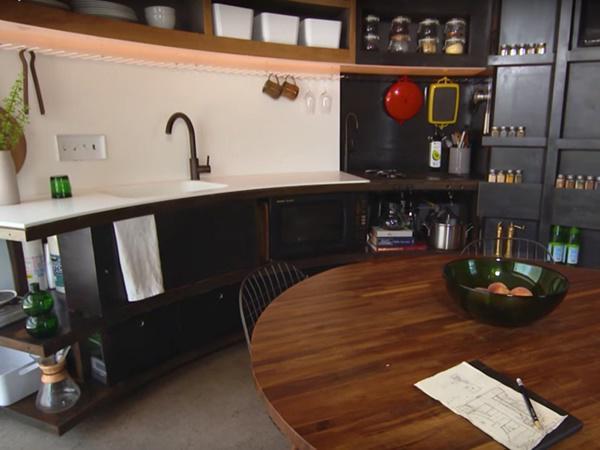 Khu vực bếp đầy đủ tiện nghi.