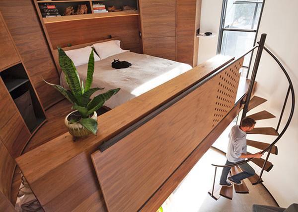 Trần nhà thiết kế mái vòm, kết hợp cửa sổ lớn để lấy ánh sáng và tạo sự thông thoáng.