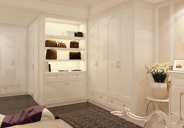 Phòng ngủ được đặt thêm nhiều ngăn để đồ phù hợp với công việc của vợ sắp cưới.
