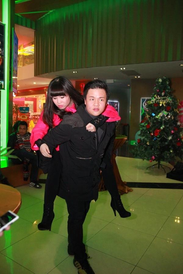 Trương Phương chấp nhận tăng lên 10kg cho vai diễn Thêu Tạ phim sitcom 200 tập Cửa sổ thủy tinh.