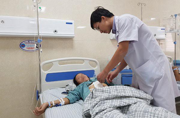 Bệnh nhân T. đang điều trị tại BV đa khoa tỉnh Phú Thọ. Ảnh: T.Hạnh