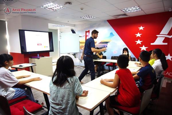 Với nhu cầu ngày càng cao về chất lượng giáo dục, các mô hình học tập theo chuẩn quốc tế đang ngày càng đa dạng tại Việt Nam.