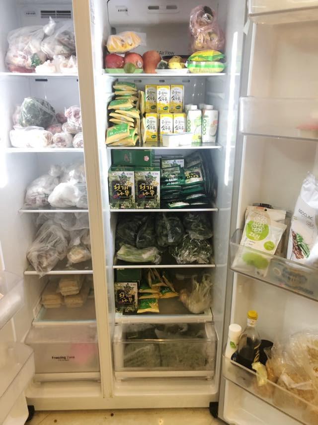 Thêm những chiếc tủ lạnh chật cứng được cộng đồng chia sẻ.