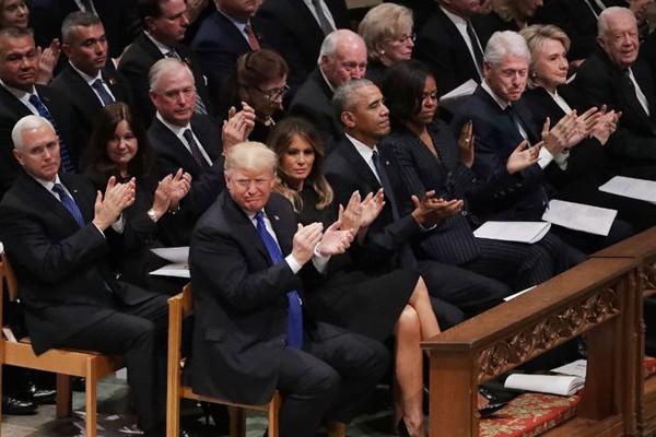Gia đình các đời Tổng thống Mỹ đến dự đám tang cựu Tổng thống vừa qua đời.