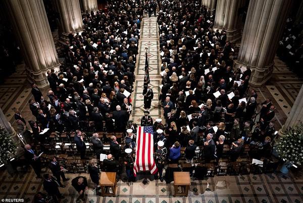 Những hình ảnh xúc động trong đám tang cựu Tổng thống George H.W. Bush.