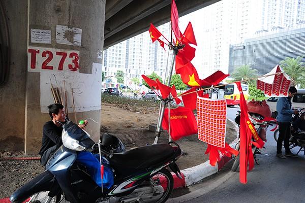 Ngã tư Phạm Hùng - Dương Đình Nghệ.
