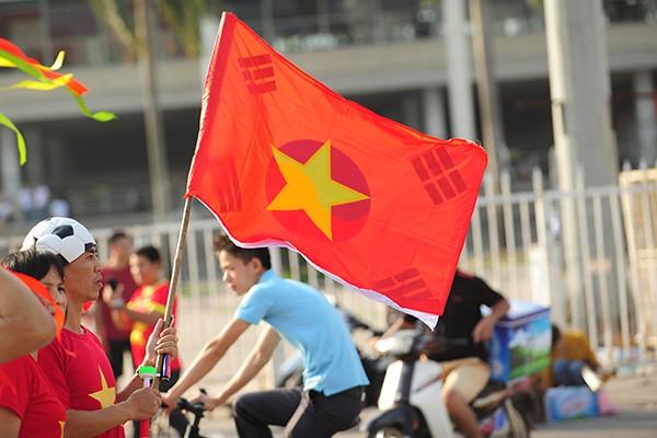 Quốc kỳ hai nước Việt Nam, Hàn Quốc được chập thành một.