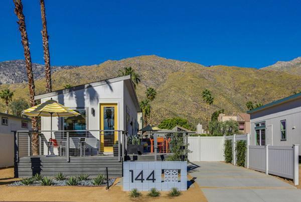 Ngôi nhà cấp 4 này thuộc một dự án phát triển nhà siêu nhỏ ở khu du lịch Suối Palm, thuộc California, Mỹ.