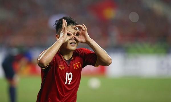 Quang Hải mừng bàn thắng mở tỷ số