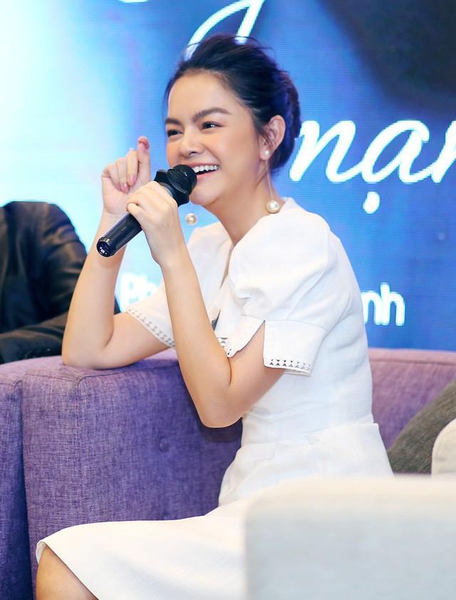 Phạm Quỳnh Anh trong buổi chia sẻ về MV mới