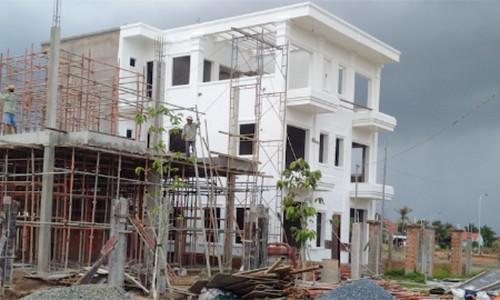 Rất nhiều nhà xây to nhưng không ở hết gây lãng phí.