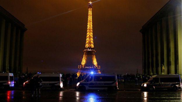 Tháp Eiffel và nhiều địa điểm nổi tiếng khác ở Paris sẽ đóng cửa vào thứ Bảy (8.12)