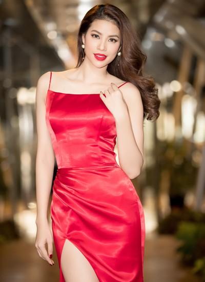 Hoa hậu Phạm Hương muốn trở thành một MC chuyên nghiệp.