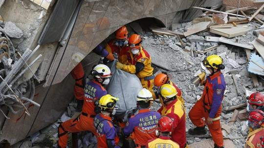 Động đất Đài Loan: Cặp đôi đến chết vẫn còn ôm nhau