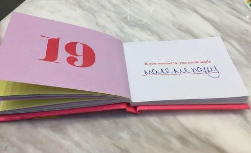 Một trang trong cuốn sổ người vợ định tặng chồng dịp lễ tình nhân. Với dòng gợi ý Nếu anh muốn, anh có thể dễ dàng..., người vợ viết tiếp khiến em hạnh phúc để hoàn thành câu. Ảnh: Nine Honey.