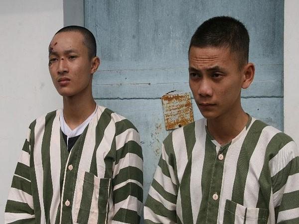 Theo điều tra ban đầu, khoảng 0 giờ ngày 2-2, sau khi nhậu xong, Huy cùng Thái rủ nhau đi tìm gái bá dâm để mua dâm.