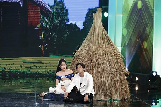 Bất ngờ thay, người yêu cũ của Hari Won – Mai Tài Phến lại chính là chủ nhân của resort mà đôi vợ chồng mới cưới đang nghỉ dưỡng.