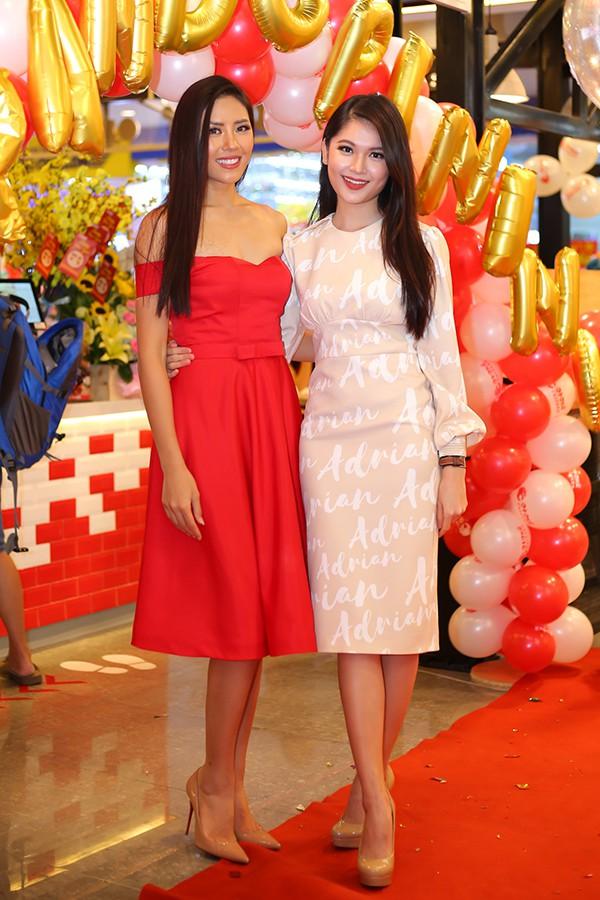 Đến chúc mừng Nguyễn Thị Loan còn có Á hậu Thuỳ Dung.