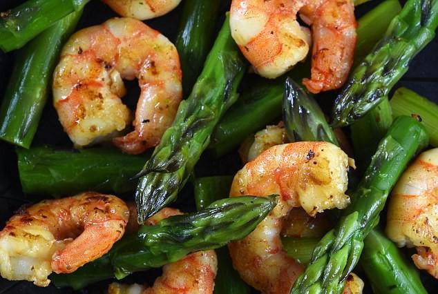 Chất asparagine trong măng tây, hải sản nghi kích thích ung thư phát triển.