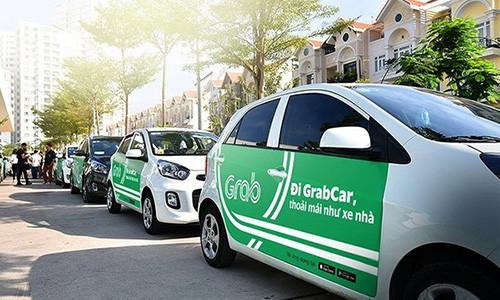 Tài xế taxi, Uber, Grab những ngày cận Tết khá kén khách.