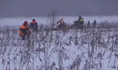 Lực lượng cứu hộ tại hiện trường vụ tai nạn.