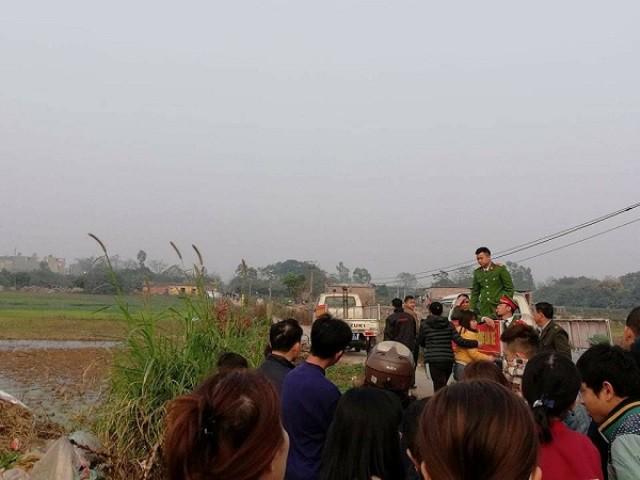 Nhiều người dân có mặt tại hiện trường. Ảnh: PV