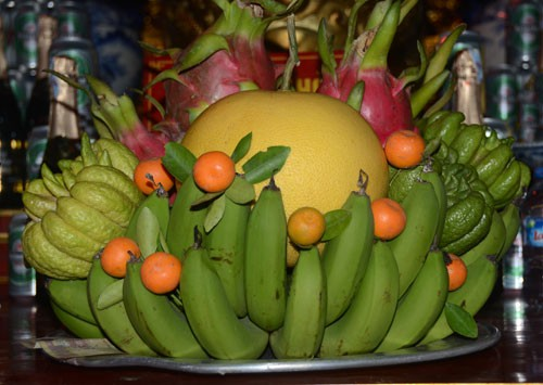 Mâm ngũ quả ngày Tết nên bao gồm quả chuối, bưởi, quất...