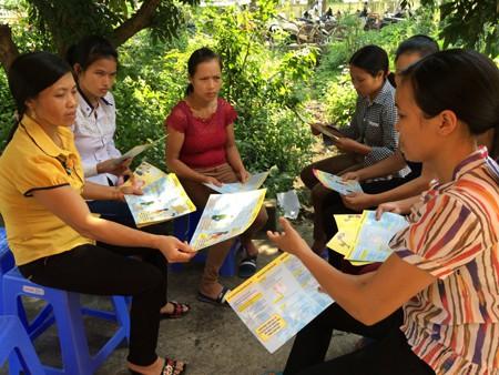 Tư vấn dân số ở huyện Nho Quan. ảnh:T.G