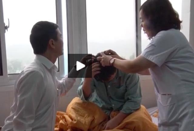 BS tham gia kíp phẫu thuật mổ đẻ cho sản phụ Th đã bị người nhà bệnh nhân hành hung. Ảnh: Báo Yên Bái