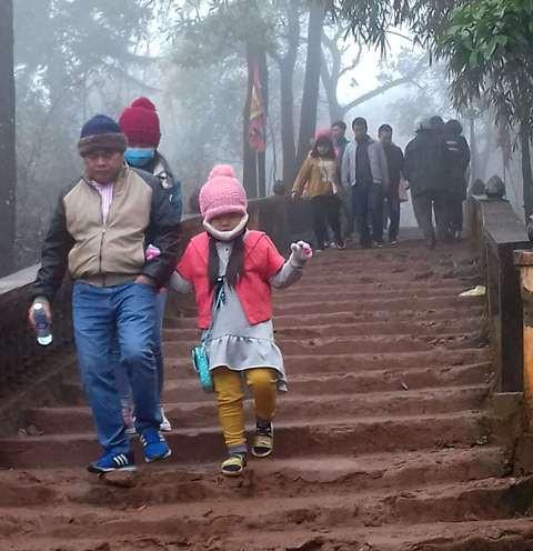 Sương khói bao phủ đường xuống giếng Tiên