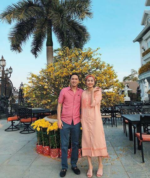 Mùng 5 tết rực rỡ sắc hoa của 2 vợ chồng Tăng Thanh Hà và Louis Nguyễn.